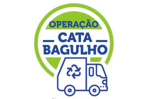 a imagem tem o desenho de um caminhão de lixo, com traços em azul, e a frase Operação Cata-Bagulho