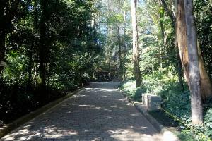Imagem contém entrada do Parque Guarapiranga, faixada.