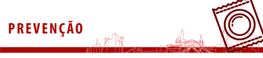 Banner superior com fundo branco, escrito em vermelho Prevenção e uma ilustração de uma camisinha à direita. O banner possui ainda uma barra vermelha inferior e um contorno dos principais monumentos da cidade de São Paulo.