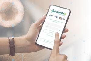 celular com a tela do site