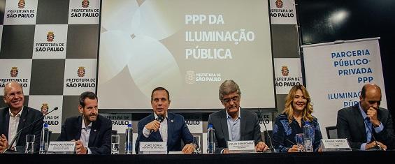 Prefeitura assina contrato com cons�rcio respons�vel pela moderniza��o da ilumina��o p�blica